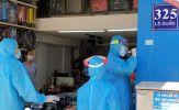 Nhân viên y tế Đà Nẵng xuyên trưa lấy mẫu xét nghiệm Covid-19 cho người dân