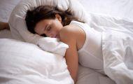 Ngủ trong tư thế này có thể gây ra nếp nhăn và khiến bạn già đi trông thấy