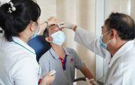 Người đàn ông suýt mù mắt vì vòi xịt nước cao áp